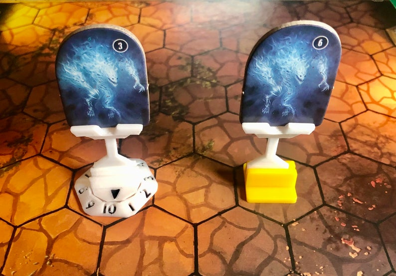 Gloomhaven flying monster stands. Image credit: PrinceOfPrintsUS on Etsy.